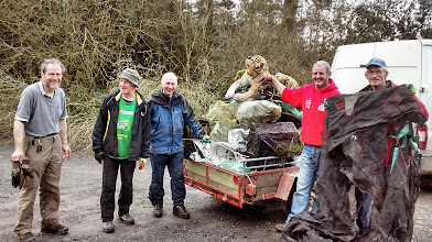 Photo: Fir ag Obair. Clean-up day in the Glen, Saturday April 5, 2014. Photo by Goretti Campbell. 3 of 3