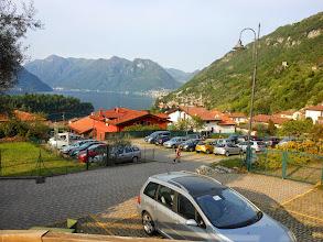 Photo: Arrivati ad Ossuccio,saliamo e  parcheggiamo le macchine ai vari parcheggi disseminati sulla strada che sale verso la Madonna del Soccorso.