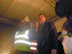 """Photo: Predseda SHO a obdivovateľ Tisa Robert Švec sa z tribúny prihovára zhromaždeným. Po ňom vystúpil Róm Marek Baláž... http://www.youtube.com/watch?v=irgEsJffOxc Toto Balážovi nevadí? http://www.imageupload.co.uk/image/5ONS Plány SHO na vytvorenie """"nového človeka"""". Nehovoril niečo také kedysi aj istý Adolf? https://www.facebook.com/photo.php?fbid=10151697899691837&set=pb.105028701836.-2207520000.1392374537.&type=3&theater https://www.facebook.com/pages/R%C3%B3bert-%C5%A0vec/252998972461?fref=ts"""