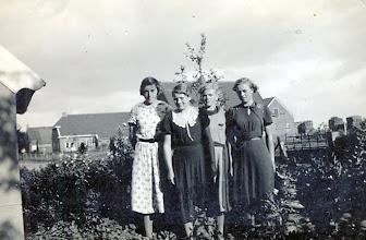 Photo: v.l.n.r. Geertje Hilbrands, Riekie Oosting, Jantje Warring en Geziena Warring