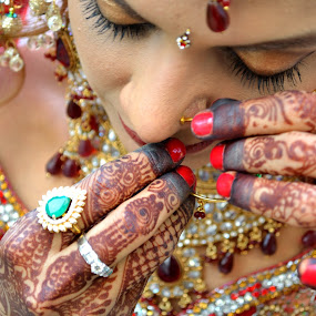 SOLAH SHRINGHAR by Prahlad Ramrakhyani - Wedding Bride