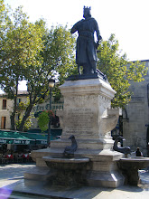 Photo: The main square of the town is the Place St-Louis, with the statue from 1849.