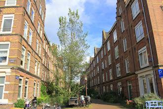 Photo: Dirk Hartogstraat met links het complex uit 1883 en rechts dat uit 1879