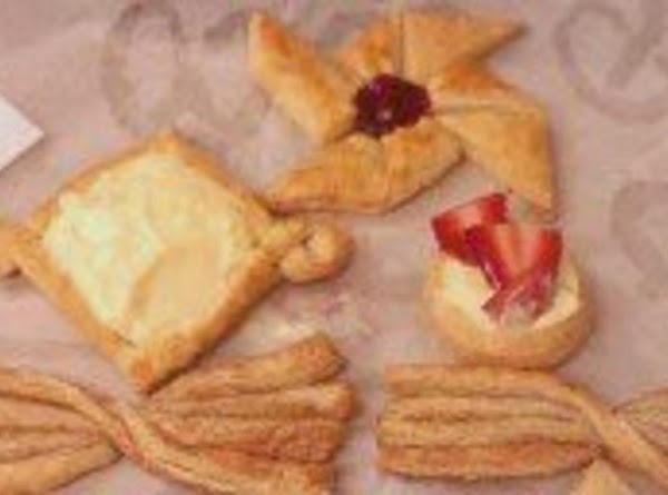 HERE'S A PICTURE OF A FEW OF THE DESSERT PASTRIES THAT I'VE MADE USING...