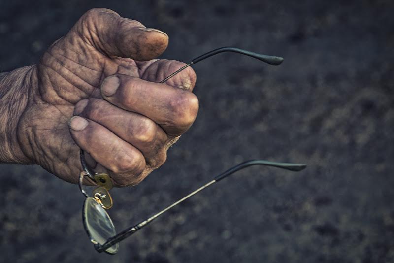 Quattro dita e un paio di occhiali di Barbara Surimi