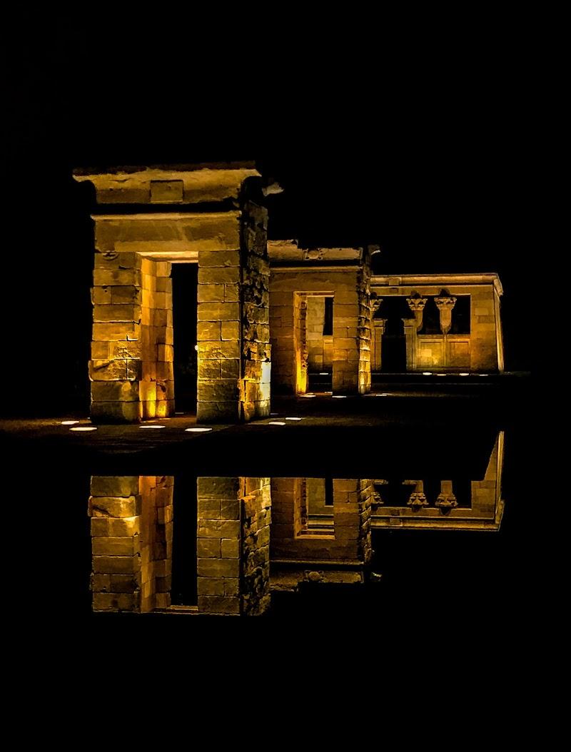 Vista notturna del Tempio di Debod di Larana_ph