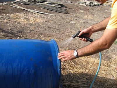 שטיפת החבית היטב היטב עם סבון! לעיתים החביות משמשות לחומצות או רעלים אחרים.