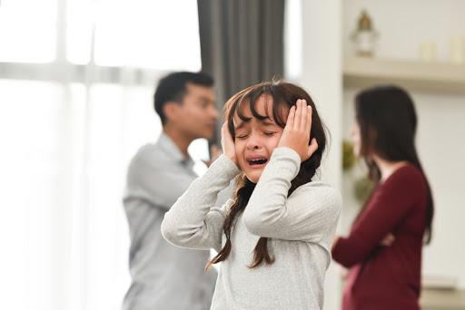 Trẻ bị tổn thương như thế nào khi chứng kiến bạo lực trong gia đình