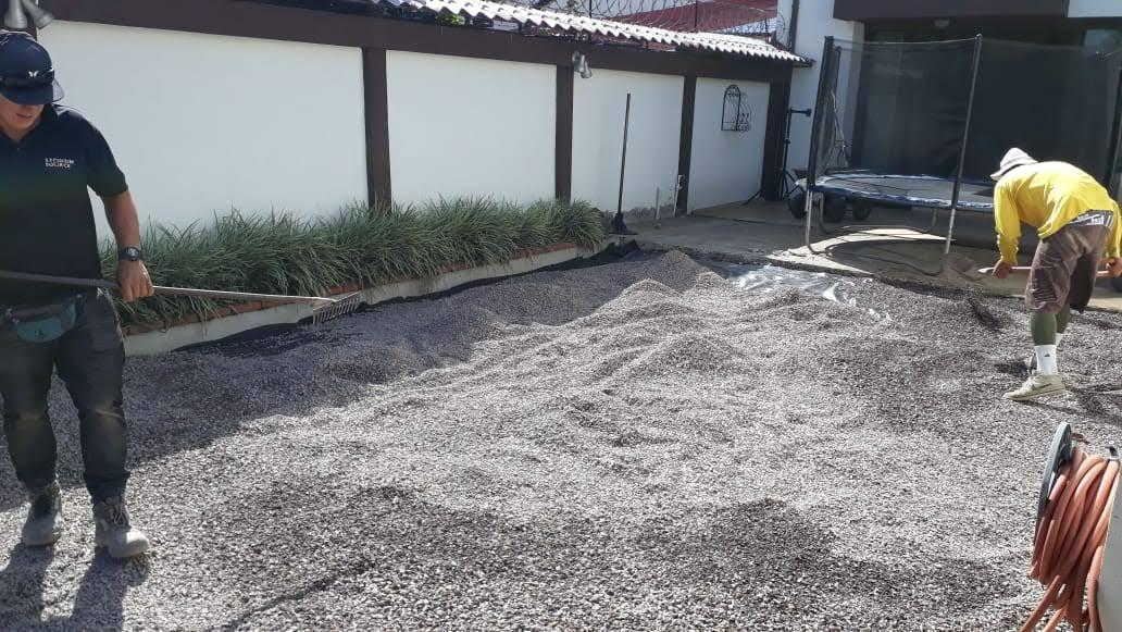 guia instalacion cesped artificial agregar base