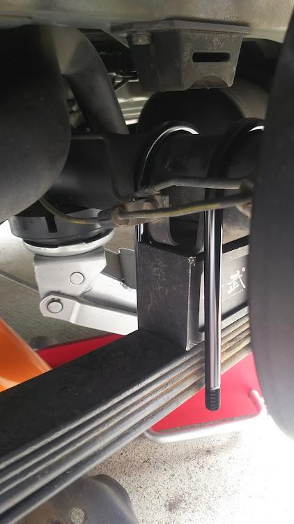 ハイエース TRH112VのUボルト交換,100系ハイエース,ブロックに関するカスタム&メンテナンスの投稿画像1枚目