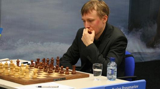 Vera celebra un encuentro simultáneo con el campeón del mundo de ajedrez