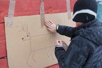 Photo: Ehkä tunnusteleminen auttaa? Ovelia nämä lapset.