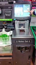 Photo: В супермаркетах можно оплатить покупки самостоятельно. Просто считываешь штрих-код, вставляешь карточку (либо наличку), и готово.