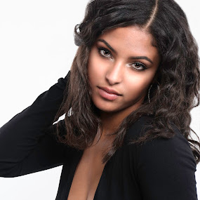 Tamirah looking enchanting by Len Lambert - People Portraits of Women ( sexy, gorgeous, lips, enchanting, eyes,  )
