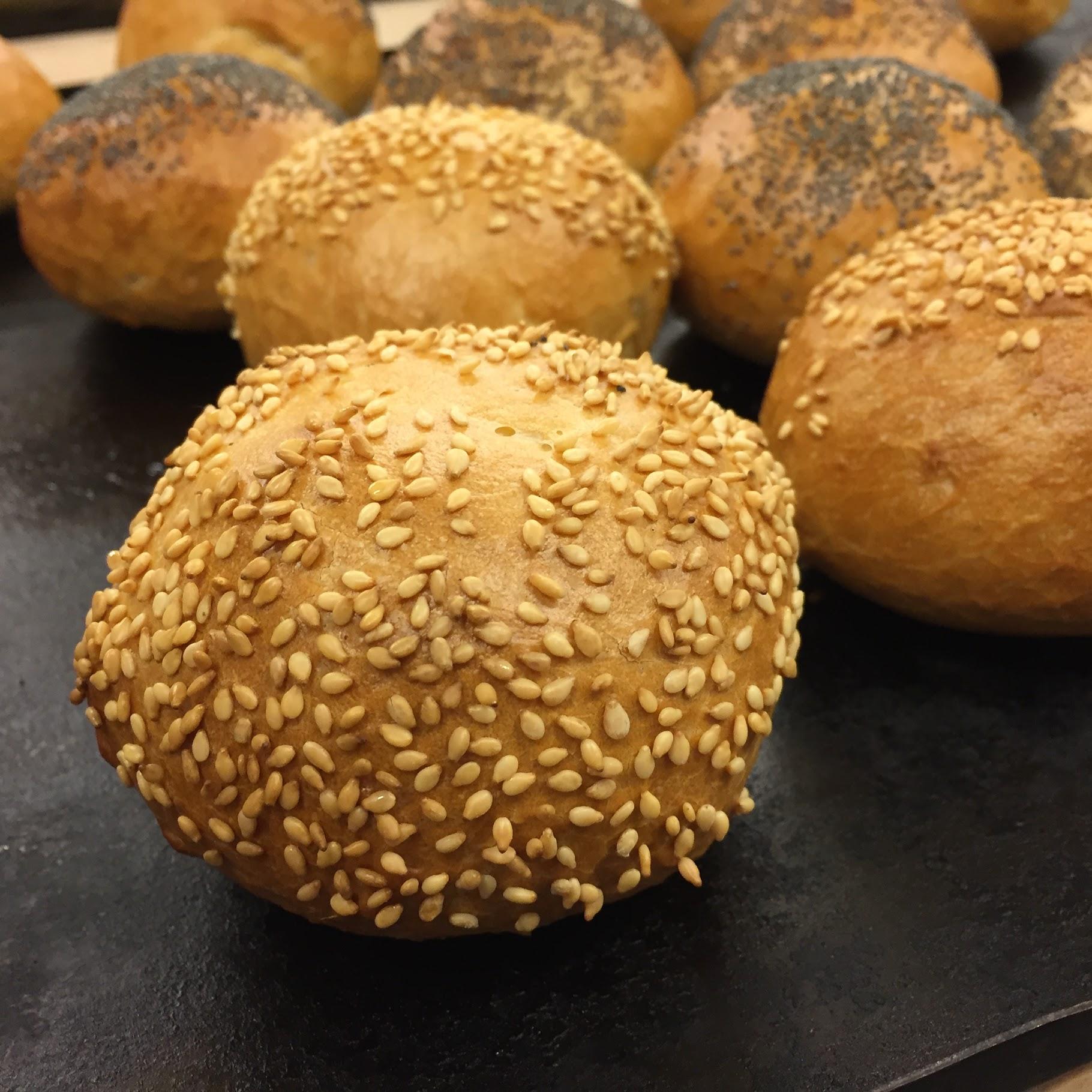 Saptamana cinci: malakoff, paine cu nuci, fursecuri cu ganache si dreptunghiuri cu dulceata de caise