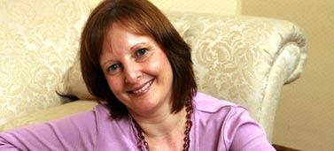 Julia Fear bị chẩn đoán nhầm bệnh trong suốt 30 năm