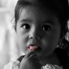 girl by Raluca Bălan - Babies & Children Child Portraits ( child, girl child, black and white, candy, pink, , KidsOfSummer )
