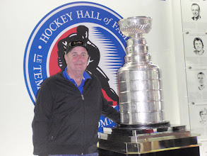 Photo: 18/06/2013 - Toronto, Ottawa - Hockey Hall of Fame - The Big Fella with the most sought after Silverware