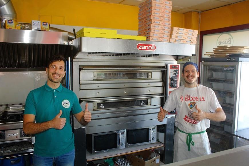 Caffé Pasta Pizza Buono, ubicado en el Paseo Marítimo, Playa de San Miguel.