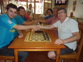 Photo: Torneo de partidas rápidas en la Chacona. Duelo generacional