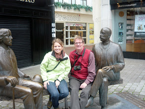 Photo: Dad and I and Oscar Wilde statue