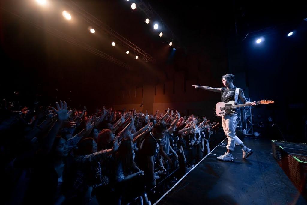 【迷迷現場】 MIYAVI 再次來台 「面對槍枝砲彈,我沒有辦法用吉他來保護我愛的人。但我能做的就是音樂!」