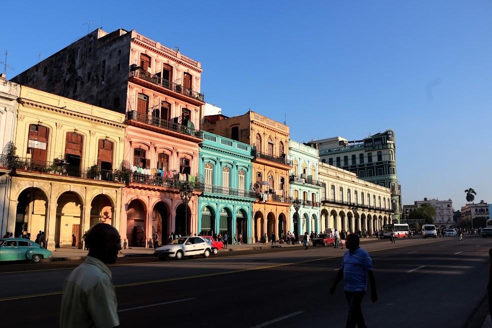 Prédios reformados em Havana Velha