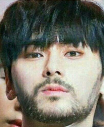hwangminhyun-facial-hair
