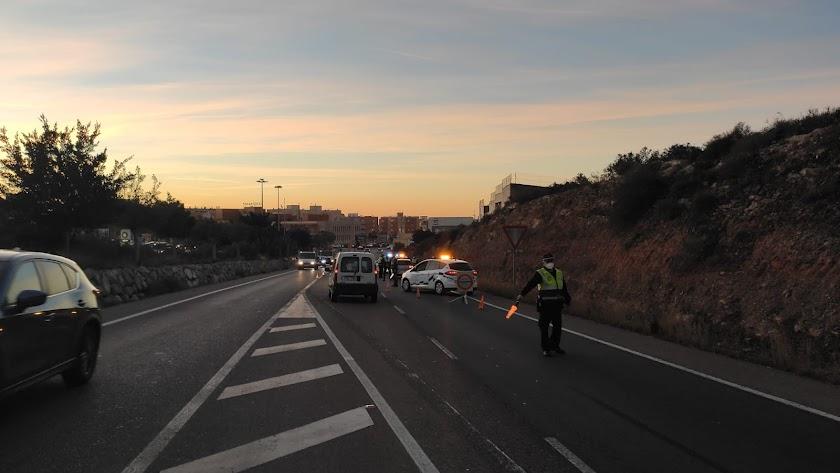 Imagen de archivo de un control de la Policía Local de Almería.