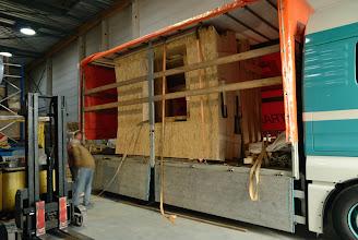 Photo: © ervanofoto 24-10-2012 Een eerste blik op een deel van de wanden. Deze zes elementen zijn voor de gebogen voorkant van de gevel.