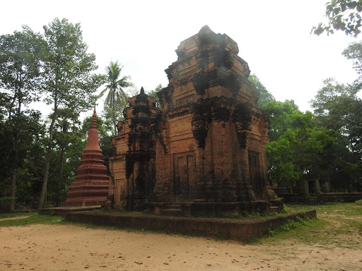 Preah Enkosai Temple