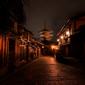 yasaka jinja by Oemar Patex - Buildings & Architecture Public & Historical ( pagoda, kyoto, japan, street, temple, historical, buddhism )