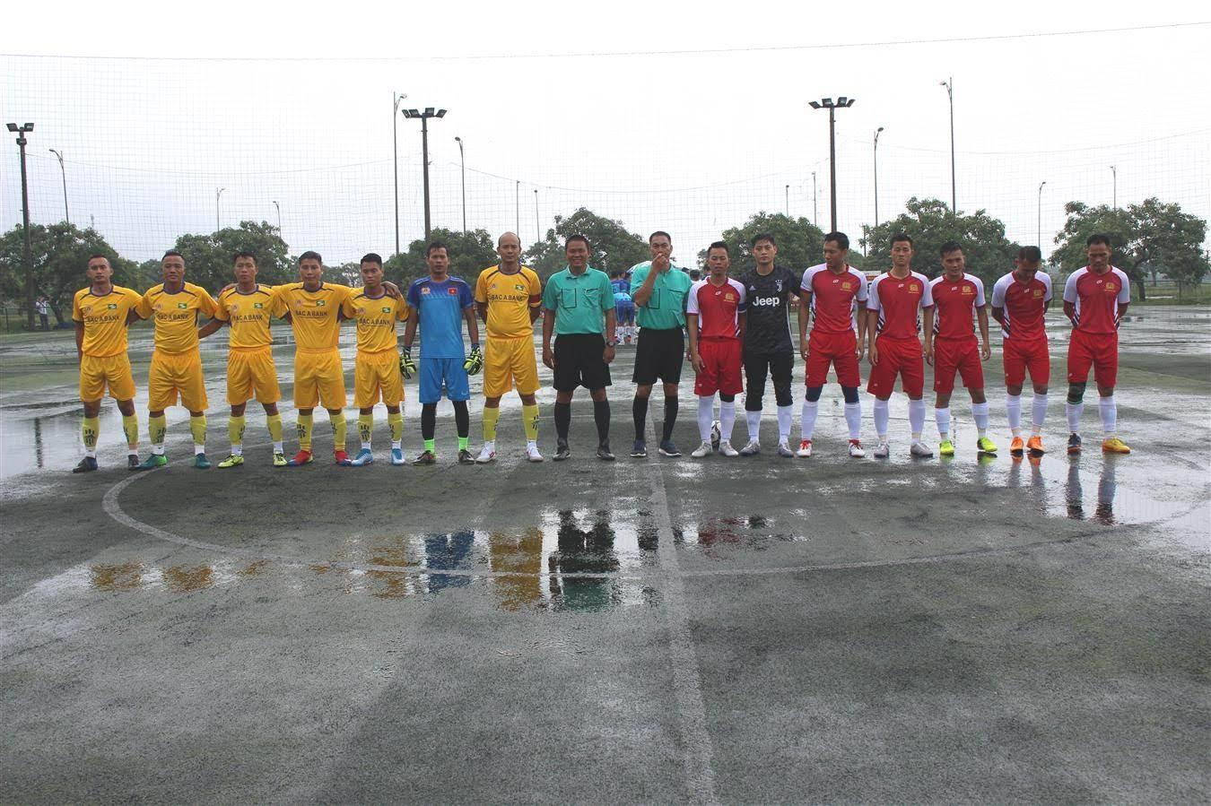 Trận đấu giữa đội bóng Công an Nghệ An và Công an Quảng Bình