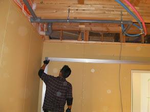 Photo: 防音室のフレームを組立始める。http://www.pianoya.net/pianoya_406.htm