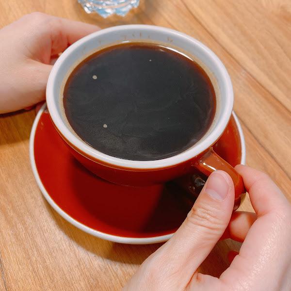 喜歡咖啡的朋友週末的午茶時間可以走一趟 猛男咖啡 大成精品店 店裡有非常多咖啡豆可以選擇! 至於有沒有猛男 大家自己去看看吧~~ 😏😏😏😏