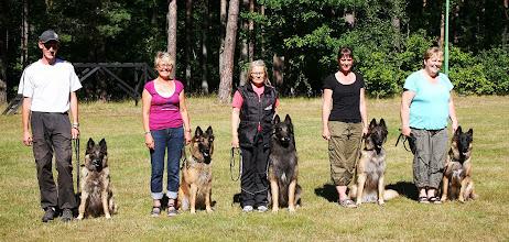 """Photo: Från vänster: Martin och S.Halia, Anne-Maj och S. Io """"Iz"""", Eva och S.Julius """"Julle"""", Malin och S.Joline """"Jojo"""", Susanne och S.Kleopatra """"Kleo"""" Foto: Ewa Thorstensson"""