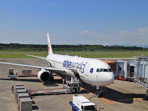 JAL B767-300 one world塗装 熊本空港にて