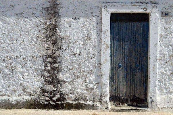 Porta blu a Sperlonga di CamillaGesua