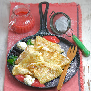 Crêpes with Strawberry Coulis