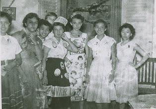 Photo: 1 Fatimah Pulungan, 2 Marianne Dahler, 3 Evi Ong, 4 Lieke Pesman?, 5 Joan Dersjant, 6 Mientje van der Woude, 7 Els van den Nieuwenhuis en 8 NN