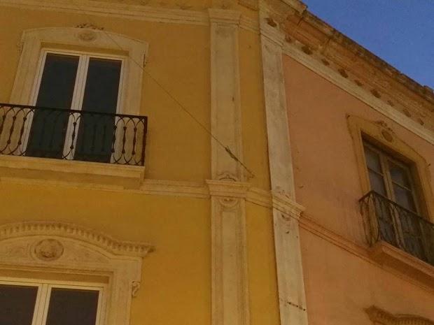 El ayuntamiento retirar el toldo de la fachada donde se for Sujeciones para toldos