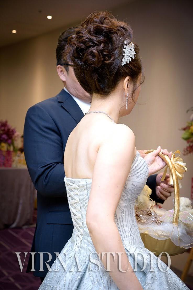 bride,新娘,台北新娘秘書,台北新秘,公主高盤髮,銀色禮服,新秘推薦