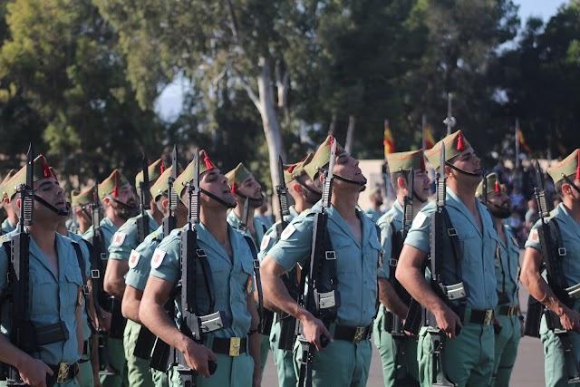 Caballeros legionarios en la parada militar de la Brigada de La Legión.