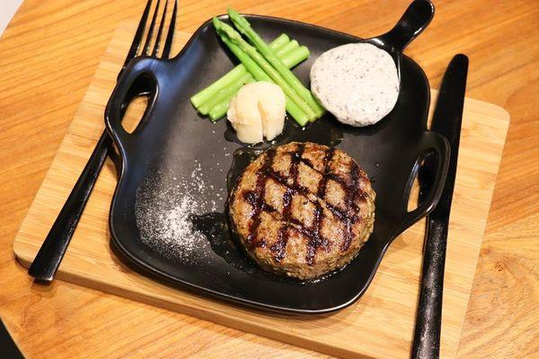 JuicyBurger朱熹漢堡,極致松露和牛漢堡排太享受了,還有花生醬紐牛堡好好吃! -台南女孩凱莉吃透透
