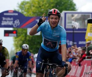 """Hayter onttroont Wout van Aert op zijn trainingswegen in hectische finale: """"Leuk om opnieuw aan de leiding te staan"""""""