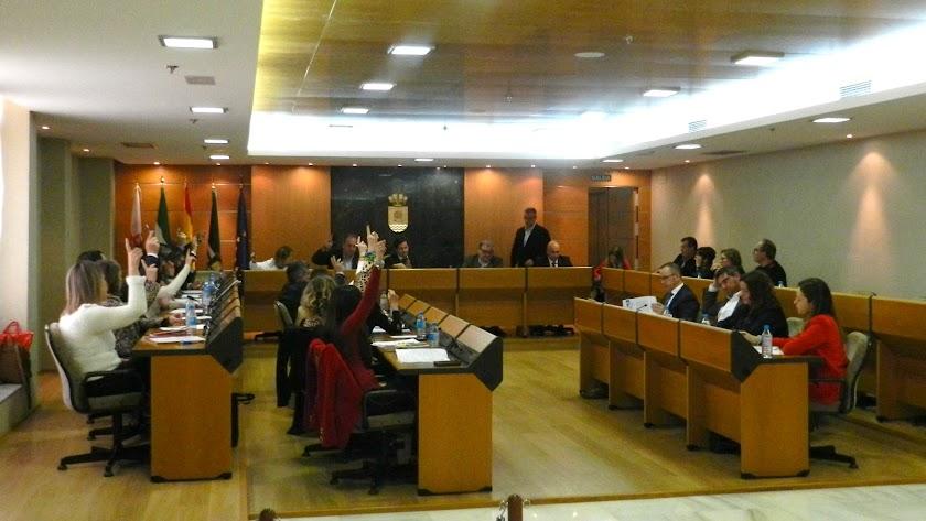 Rechazo de PP y Vox a la moción anti 'vetos educativos' presentada por el PSOE.