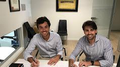 Firma del convenio con la Clínica Dental Alberto Fernández & Ayora.