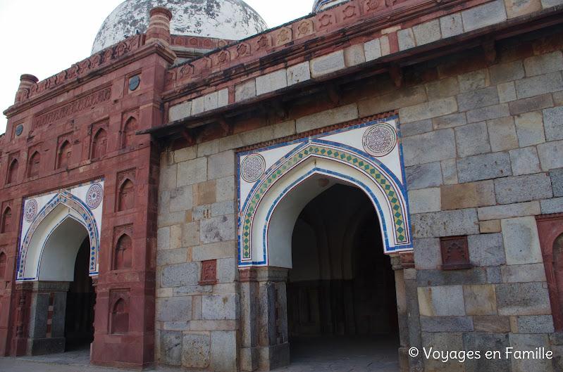 isa khan's mosquee