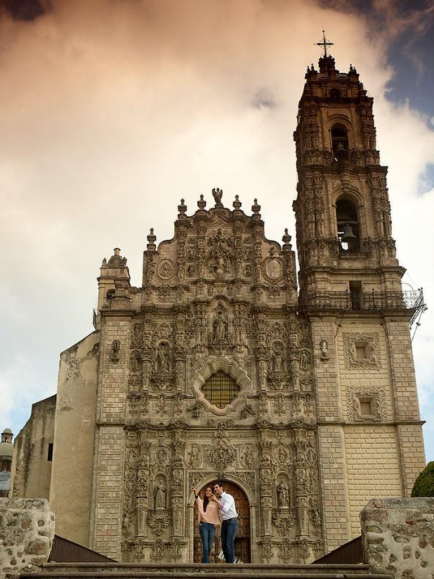 Una iglesia antigua  Descripción generada automáticamente