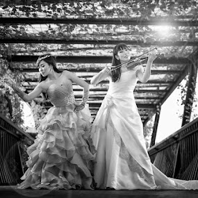 Wedding Entertainer by Chandra Irahadi - Black & White Portraits & People ( #GARYFONGDRAMATICLIGHT, #WTFBOBDAVIS )